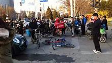 望京西门子大厦附近发生车祸,致多人受伤
