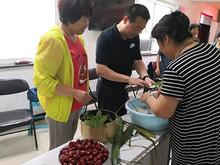 """东湖社区:情浓""""粽""""夏 端午粽飘香,和睦邻里情"""