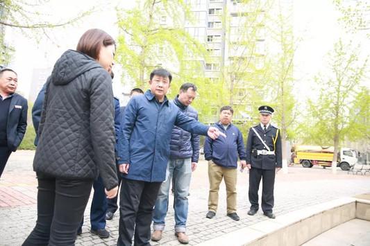 望京街道工委书记胡建东带队进行创卫拉练检查