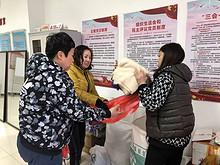 """望京园社区 开展 """"冬衣送暖,爱心暖阳""""社会捐助活动"""