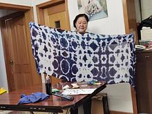 喜迎国庆·共贺团圆——记东湖街道退休人员线上扎染活动