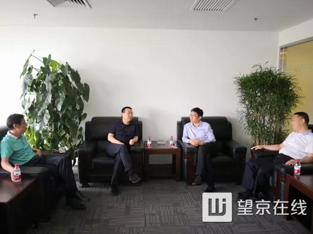 东湖街道工委书记倪东新,办事处主任徐继锋走访望京综合开发产业区
