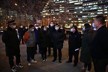 望京街道开展疫情防控和消防安全夜查