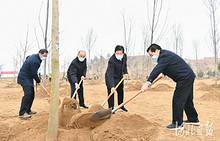 王东峰在雄安新区参加2021年义务植树活动
