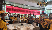 太温暖!望京街道花家地西里社区与外卖员们共度中秋佳节!